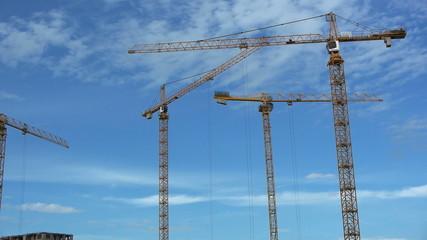 Timelapse: Hoisting cranes