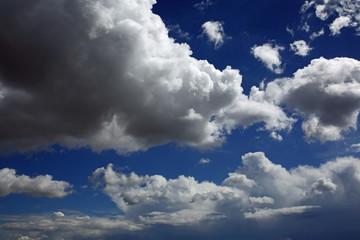 Cumulus mediocris & Cumulonimbus calvus