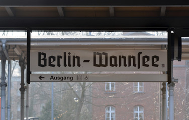 Traditional inscription on the train platform in Berlin.