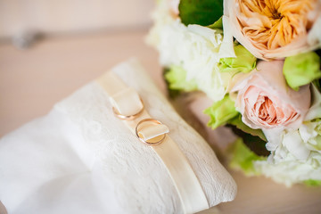 Rings and wedding bouquet