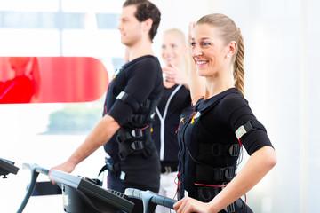 Mann und Frau beim EMS Training
