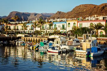 Hafen und Felsen von Puerto Mogan – Gran Canaria