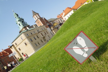 wawel royal castle in Krakow - don't walk