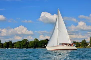Segelyacht in Fahrt
