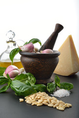 ingredienti pesto alla genovese