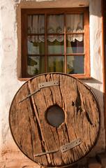 vecchia ruota di legno