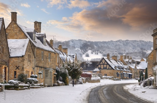 Poster Cotswold village of Broadway in snow, Worcestershire, England