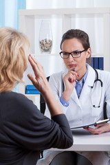 Doctor talking with patient's symptoms