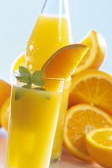 Orangenlimonade mit Orangen