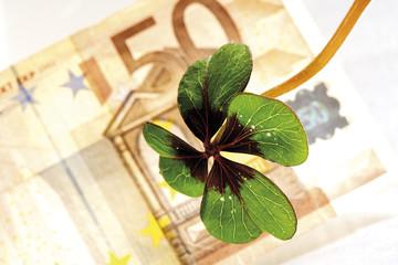 Kleeblatt auf 50 Euro-Banknote erhöhte Ansicht