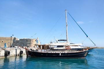 Stadtmauer Koule in Heraklion auf der Insel Kreta mit Schiff.