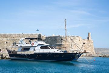Hafen Heraklion: Insel Kreta mit Stadtmauer Koule
