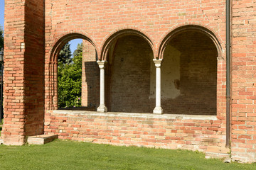 mullions on church narthex, Abbadia Cerreto