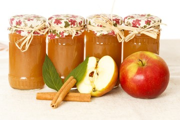 Apple Jams With Cinnamon