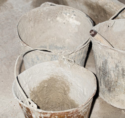 Construction of a cement bucket