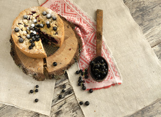 Blackcurrant crumble on wooden stump, view from top