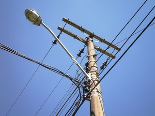 Electrical Wire Lamp Pole