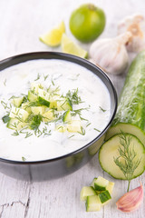 yogurt sauce with cucumber