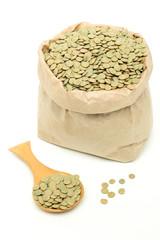 lenticchie verdi sfondo bianco