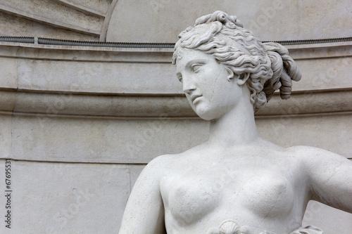 Foto op Plexiglas Standbeeld Close-up of the Statue of Venus on the Lloyd Palace in Trieste