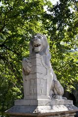 Statua di un leone al Castello di Vajdahunyad, Budapest.