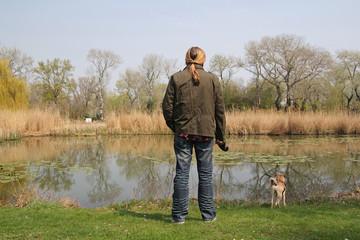Mann mit Hund / Donauinsel Wien