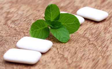 Chewing gum with mint leaves