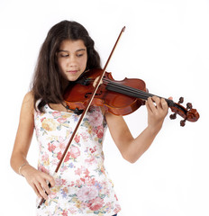 young girl plays the violin