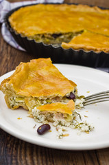 Cheese tart with leek and red beans