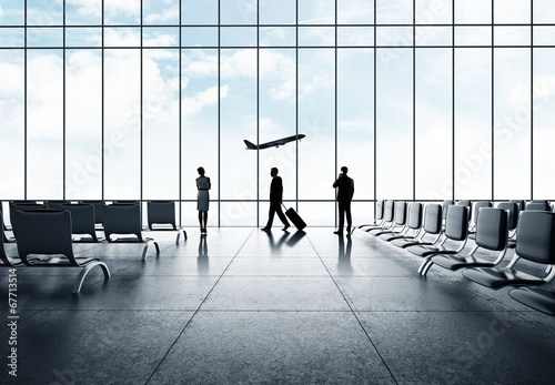 businessman in airport - 67713514