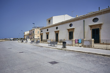 Italy, Sicily, Donnalucata, old houses on the seafront