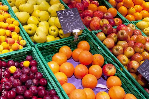 Keuken foto achterwand Boodschappen Fruits stall in La Boqueria, the most famous market in Barcelona