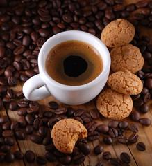 caffè espresso italiano e amaretti