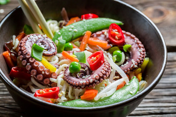 Chinese noodles, vegetables and octopus