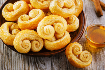 curls puff pastry with cinnamon