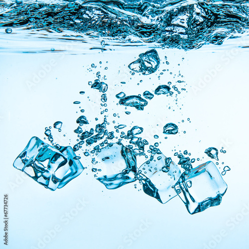 Ice cubes falling under water - 67734726