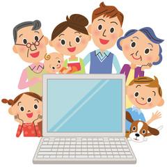 3世代家族でパソコンを見る