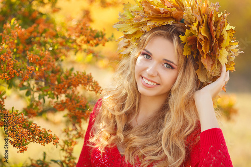 canvas print picture Portrait of beautiful young woman in autumn park.