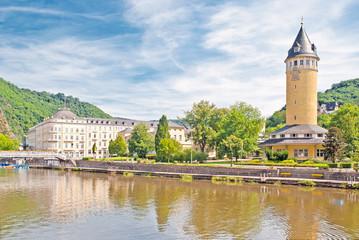 Bad Ems mit Quellenturm, Lahnbrücke und Kurviertel