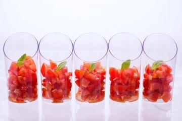 Fingerfood Tomaten mit Basilikumblatt