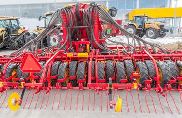 Hydraulic actuators on hinged equipment