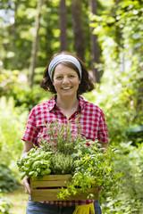 Frau mit Kräutern im Garten, woman with herbs in a garden