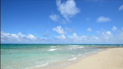 コマカ島の美しい海と夏空