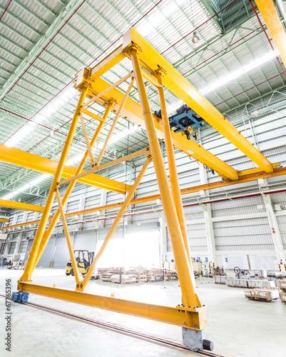 Staande foto Industrial geb. Gantry crane in factory