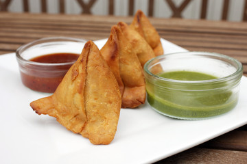 Samosa, an Indian snack with 2 varieties of chutney