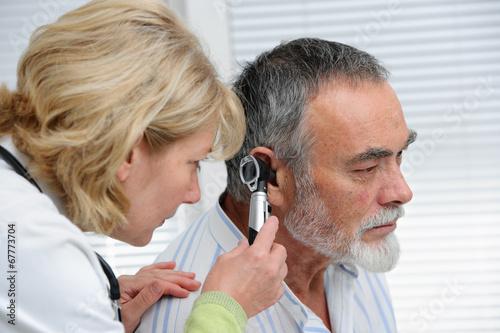Ear examination - 67773704