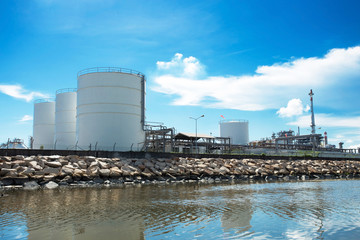 Large natural gas storage tanks