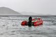 bateau pneumatique sur mer grise - 67774580