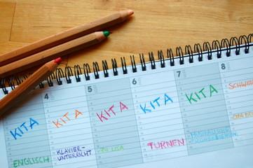 voller Terminkalender eines Kindes