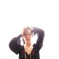 Frau mit Bluse